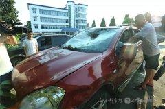 江西丰城四中师生成功施救落水司机