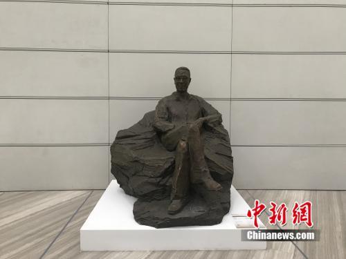 雕塑:潘天寿