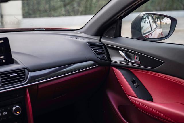 颜值担当!新款马自达CX-4官图发布,黑红内饰质感提升
