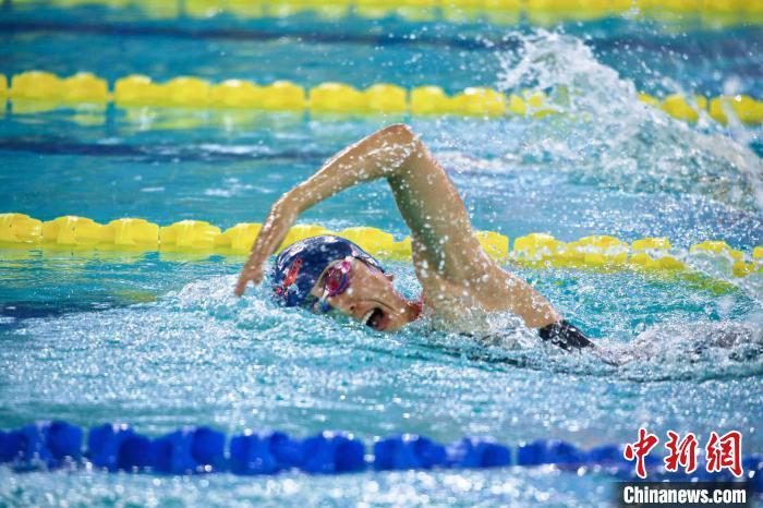 图为现代五项游泳项目比赛现场 朱全伟 摄