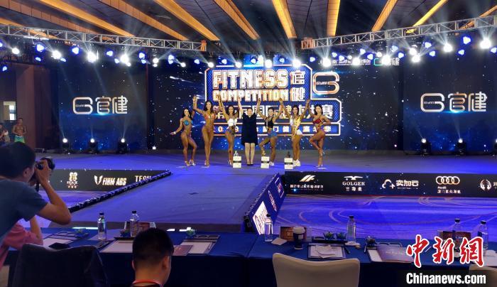 专业女子比基尼组前6名获得者。 杨伏山 摄