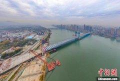 汉江首座三塔悬索桥庞公大桥主桥预计明年3月底建成通车 设计为双向六车道