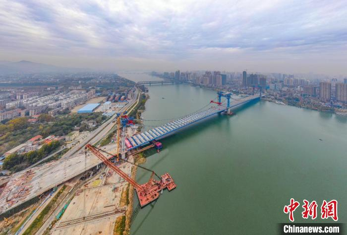 正大建设中的庞公大桥 杨东 摄