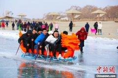 """新疆和硕县第四届""""冰雪嘉年华""""在博斯腾湖畔的金沙滩景区开幕"""