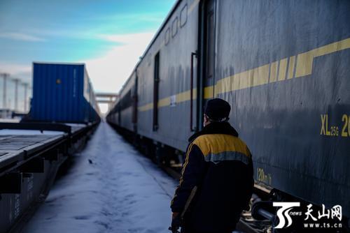 春节后乌鲁木齐首趟中欧班列开行 货值逾230万美元