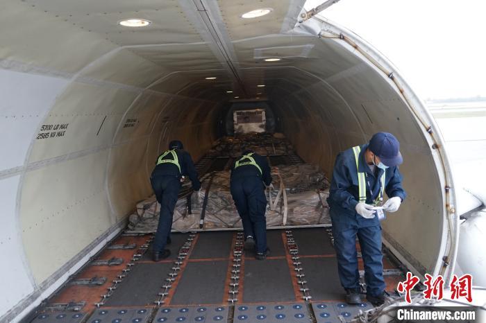 西安—榆林全货运航线开通。 高子博 摄