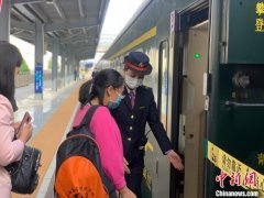 青海东西部旅游专列今日首发 当天共有869名游客