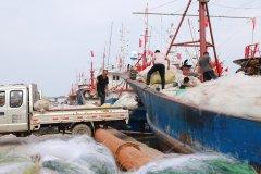 黄渤海休渔期准备结束 连云港青口渔港码头渔民准备出海开捕