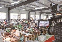江苏宜兴市第十五届手工制陶大赛开幕 500多位选手分两个批次同台竞赛
