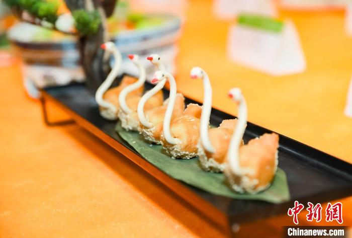 现场制作的精致美食。江苏省餐饮行业协会供图